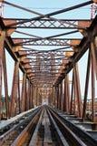 Eisenbahn auf langer Bien-Brücke Lizenzfreies Stockfoto