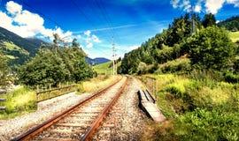 Eisenbahn in der Berglandschaft Lizenzfreie Stockbilder