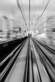Eisenbahn: eine Bahn oder eine Schiene gemacht von den Stahlschienen entlang wh Stockbild