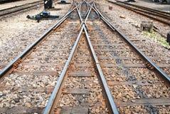 Eisenbahn für die Nahverkehrszüge genommen von der Vorderansicht Lizenzfreie Stockfotos
