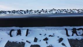 Eisenbahn im Winter, auf den der Zug fährt stock video footage