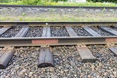 Eisenbahn mit alten Lagerschwellen Industrieller Konzepthintergrund Eisenbahnreise, Bahntourismus Lizenzfreie Stockfotos