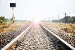 Eisenbahn mit Blitzlicht am Ende Lizenzfreie Stockfotografie