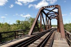 Eisenbahn mit einem alten rostigen Bogen Lizenzfreies Stockbild
