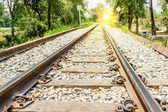 Eisenbahn mit Sonnenlicht Stockfotografie