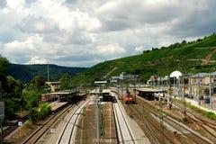 Eisenbahn und Züge der Stadt Esslingen morgens Neckar Lizenzfreies Stockbild