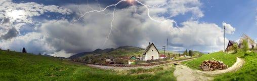 Eisenbahn vor dem Sturm Stockfotos