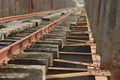 Eisenbahnbrücke über dem Guadiana lizenzfreie stockbilder