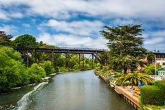 Eisenbahnbrücke über Soquel-Nebenfluss in Capitola Stockfotos