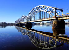 Eisenbahnbrücke in Riga Stockfotografie