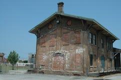 Eisenbahndepotgebäude Stockfotos