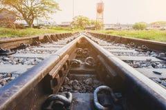 Eisenbahnlinie auf Stahlbrücke - flache Schärfentiefe lizenzfreie stockfotos