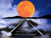Eisenbahnlinie, die durch Berge und Tal überschreitet lizenzfreie stockbilder