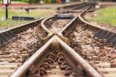 Eisenbahnlinie, Linie, die Eisenbahnlinie auf dem Stein kreuzt Lizenzfreies Stockfoto