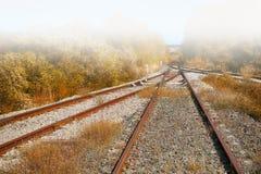 Eisenbahnlinien im Nebel Lizenzfreie Stockfotografie