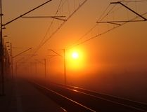 Eisenbahnspuren am Sonnenaufgang Lizenzfreies Stockfoto