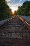 Eisenbahnspuren am Sonnenuntergang Lizenzfreies Stockfoto