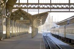Eisenbahnstationplattform Stockfoto