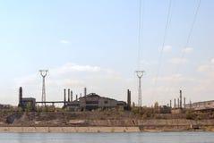 Eisengießereien auf Flussküstenlinie Lizenzfreie Stockfotos