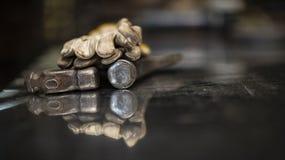 Eisenhammer, Schutzhandschuhe lizenzfreies stockfoto