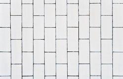 Eisenkasten und weiße Wand im Hintergrund Lizenzfreie Stockfotos