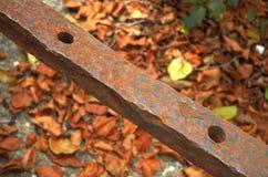Eisenstange mit Löchern Stockfoto