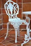 Eisentabelle und -stuhl beim Schnitzen Stockbilder