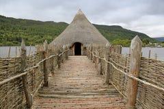 Eisenzeitalter crannog Loch tay Stockfotografie