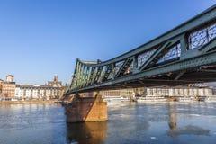 Eiserner steg στον κεντρικό αγωγό ποταμών Στοκ Εικόνα