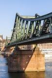 Eiserner steg στον κεντρικό αγωγό ποταμών Στοκ Φωτογραφίες