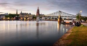 Eiserner Steg bro Frankfurt royaltyfri bild