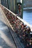 Eiserner Steg bro i Frankfurt Royaltyfri Foto