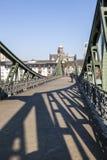 Eiserner-steg an Fluss Hauptleitung Stockbild
