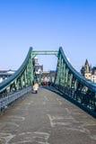 Eiserner-steg und Fluss-Hauptleitung Lizenzfreie Stockfotografie