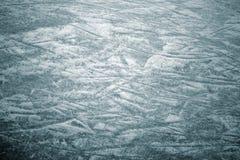 Eishintergrund mit Kennzeichen vom Eislauf und vom Hockey, blaue Beschaffenheit stockbild