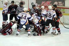 Eishockeyabgleichung Kharkov-Donbass Stockfotos