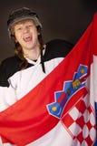 Eishockeygebläse mit kroatischer Markierungsfahne Stockfotos