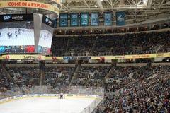 Eishockeymenge in SAP-Mitte Stockfotografie