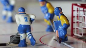 Eishockeyspieler schoss ein Tor