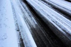 Eisige Straße im Winter Stockfotos
