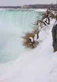 Eisiger grüner Fluss Stockfotografie