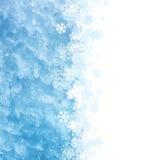 Eisiger Makrohintergrund des blauen Winters mit Schneeflockenverzierung stock abbildung