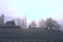 Eisiger Morgen auf dem Bauernhof Stockbilder