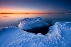 Eisiger Sonnenaufgang in Helsnki stockfotos