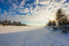 Eisiger Tag auf dem Fluss Stockbild