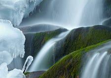 Eisiger Wasserfall Lizenzfreies Stockfoto