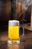 Eisiges Glas Bier Stockfoto