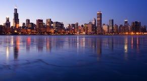Eisiges im Stadtzentrum gelegenes Chicago Stockbild