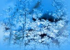 Eisiges Muster auf Winterfenster stockbild