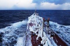 Eisiges Schiff lizenzfreie stockbilder